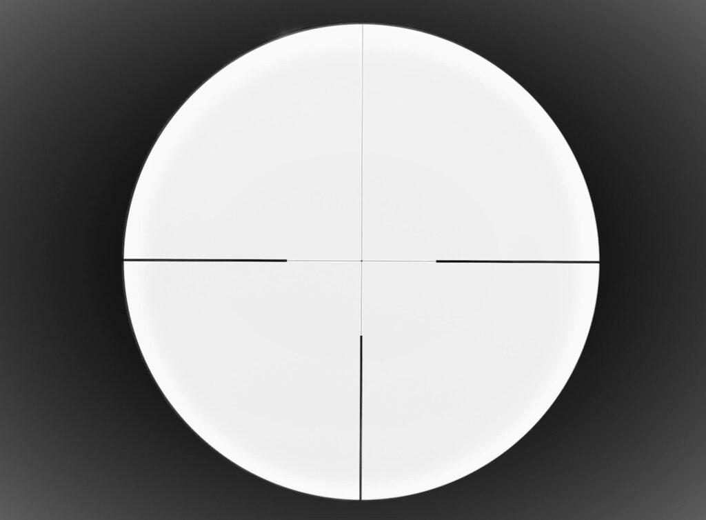 Il Fortis 6i 1-6x24 in dettaglio. si notano la grande ghiera degli ingrandimenti in metallo e la torretta sul lato sinistro per regolare l'intensità luminosa del punto centrale del reticolo.