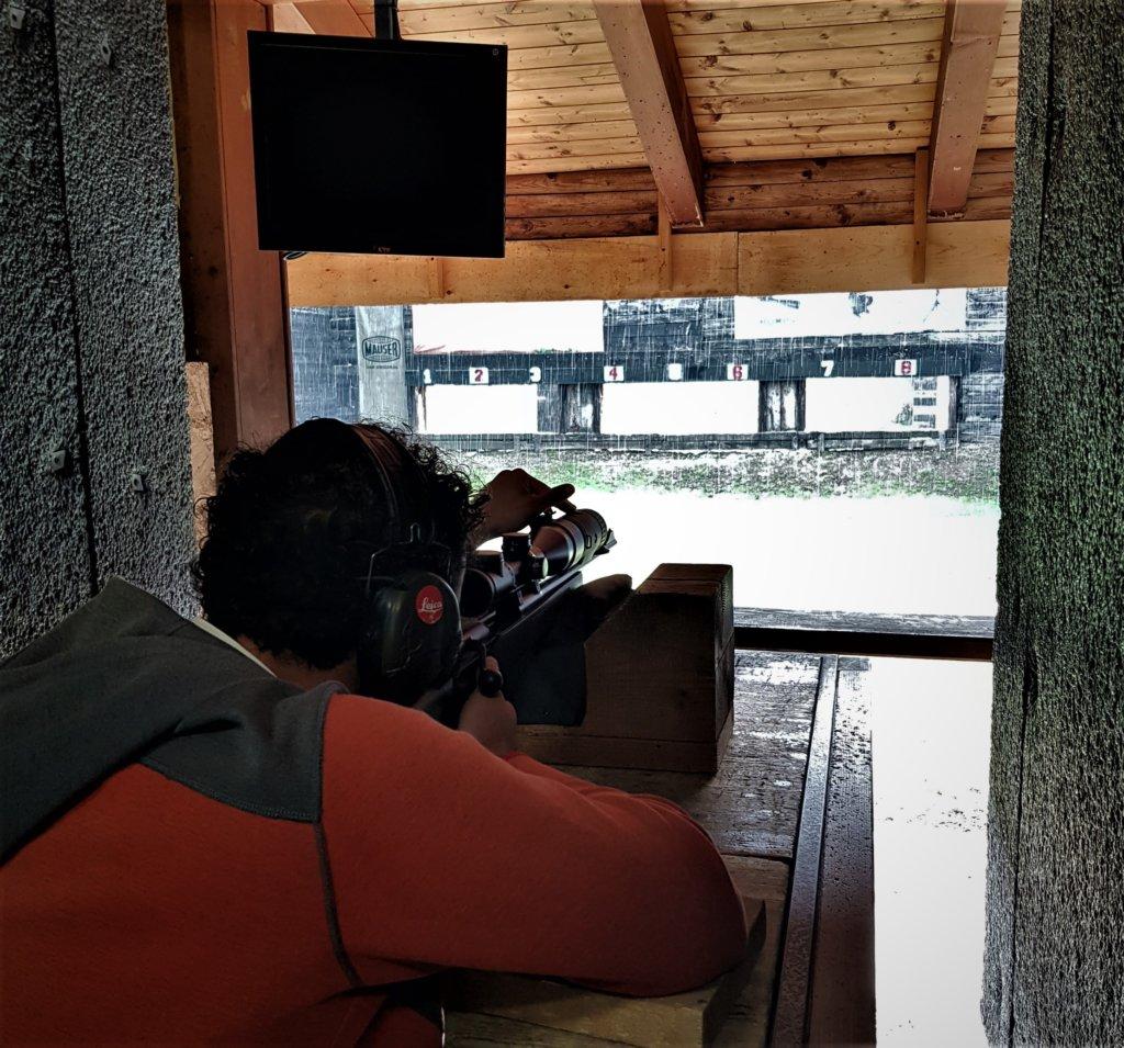 Alessio a 100 metri spara sotto la pioggia, pessime condizioni di tiro, che a caccia con il visore termico possono capitare.