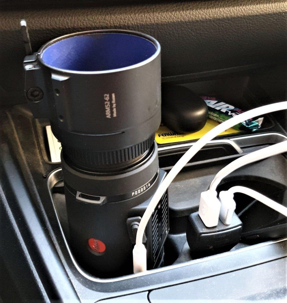 Il Calonox Sight già avvitato sull'adattatore Rusan da 62mm, che è perfetto per la maggior parte i cannocchiali da 56mm di diametro di Leica e Swarovski . La batteria interna dura fino a 11 ore e si ricarica in 90 minuti, ma nel viaggio verso il poligono gli abbiamo dato un'ultima carica in auto.