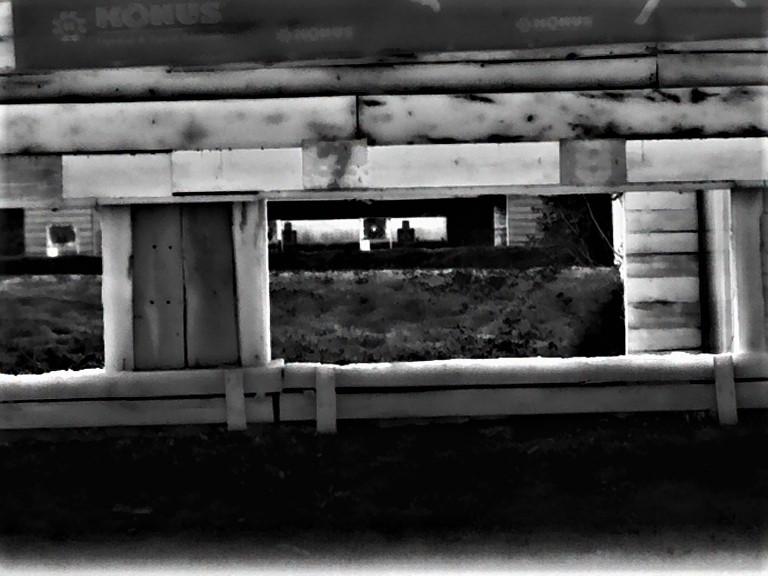 """Lo scaldamani si illumina con il Calonox View che fotografa il bersaglio a 100 metri in modalità """"white hot"""" (bianco caldo), che evidenzia in  grigi sempre più chiari fino al bianco tutto ciò che è più caldo."""