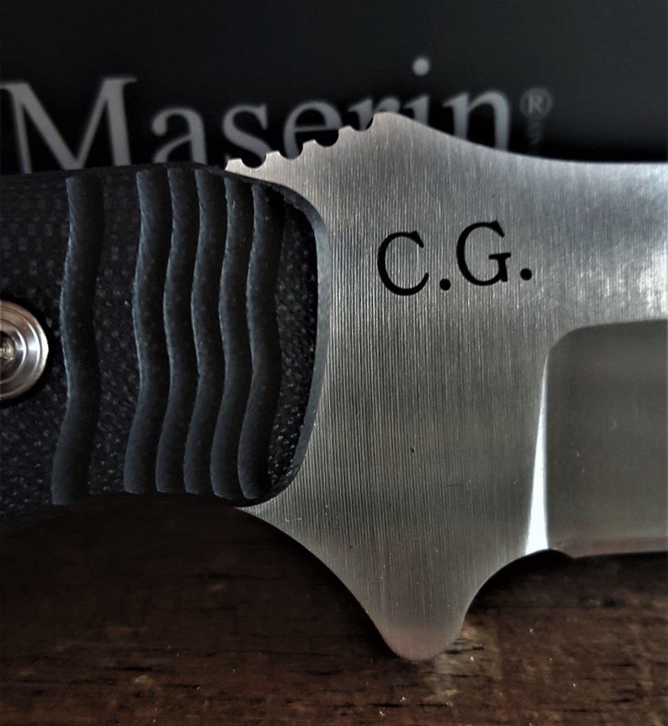 Tutti i coltelli Maserin possono essere personalizzati su www.coltellidacaccia.com con l'incisione del proprio nome, o delle iniziali, o di un logo.