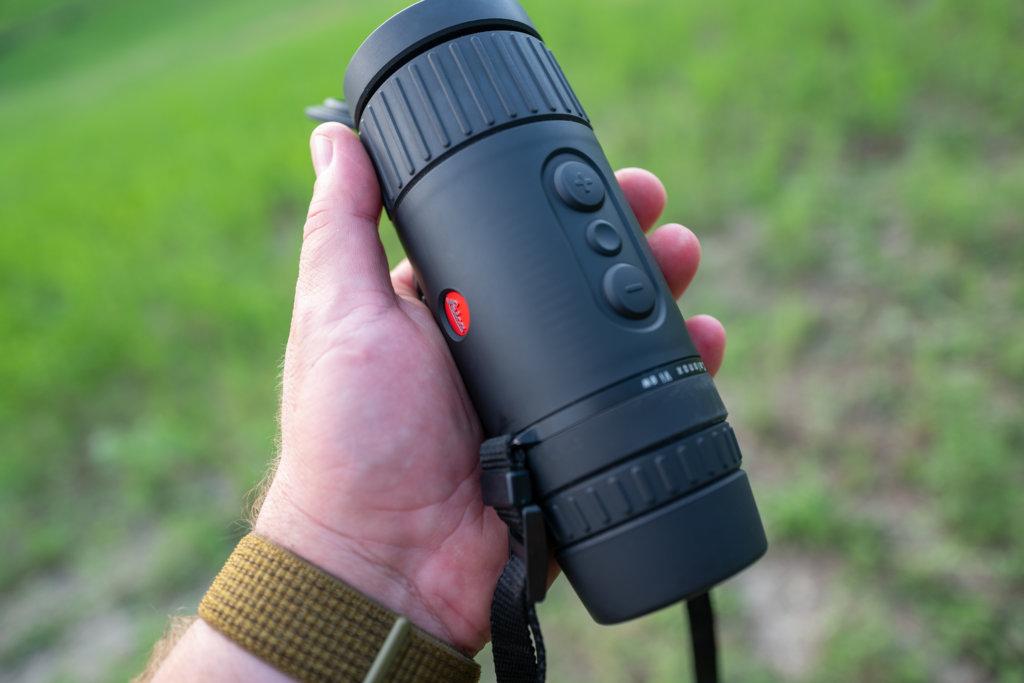 I tre pulsanti con cui si opera sul Leica Calonox View.